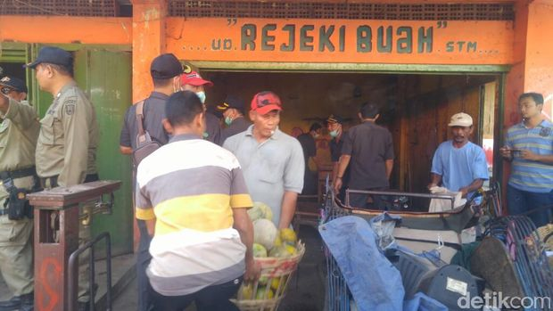 Shalawat dari Pedagang Iringi Eksekusi Pasar Kanjengan Semarang