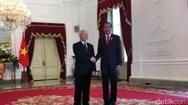 Dentuman Meriam Sambut Sekjen Partai Komunis Vietnam di Istana
