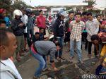 Warga Sukabumi Bersihkan Sisa Darah di Tempat Pembunuhan Egi