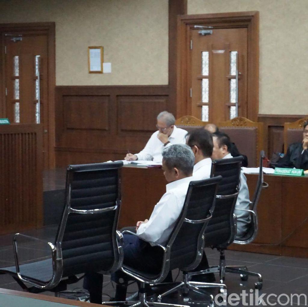 Saksi Tepis Keluarkan Dokumen Lelang Pengadaan Alkes Udayana
