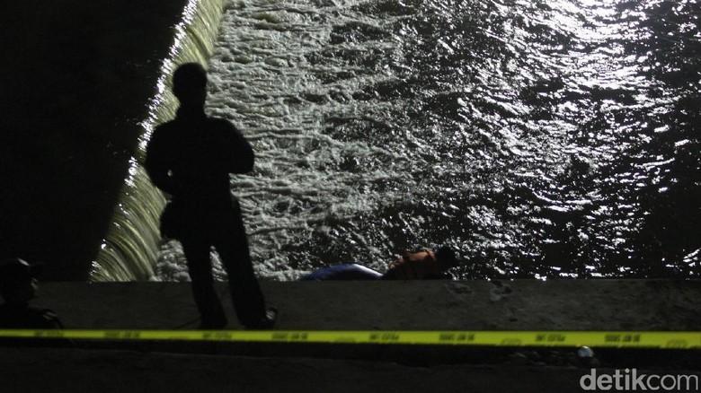 Pencarian 2 Korban Hanyut di Sungai Cimanuk Dihentikan Sementara