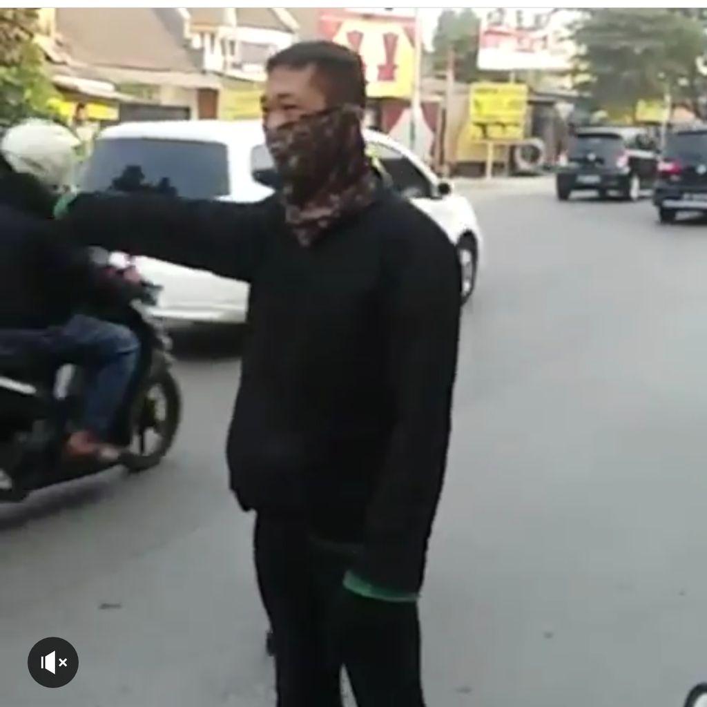 Terciduk! Lawan Arah, Pemotor Ini Dihukum Atur Lalu Lintas