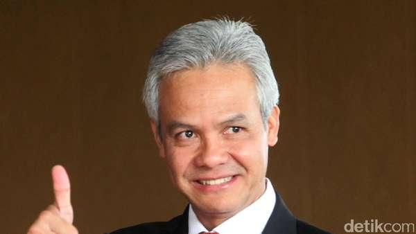 Ganjar Serahkan SK Plt Wali Kota Tegal ke Nursholeh