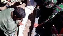 Warga Perbatasan RI-Timor Leste Serahkan 6 Senpi ke TNI-Polri