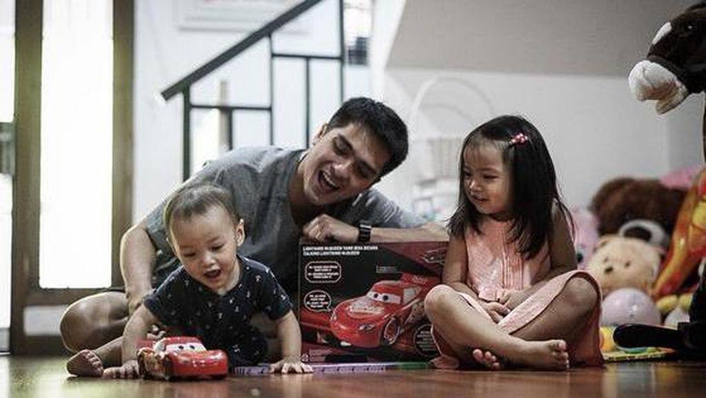 Foto: Aih, So Sweet!Saat Para Suami Membantu Istrinya
