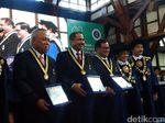 Menteri PUPR, Menpar dan Seskab Terima Penghargaan dari ITB