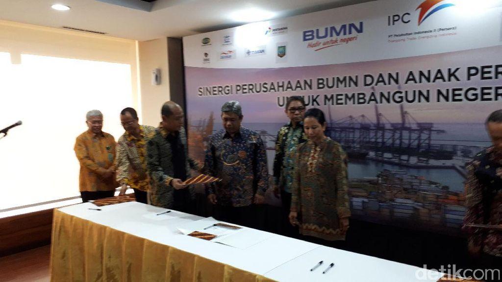 Disaksikan Rini, Pelindo II Gandeng 7 BUMN Garap Sektor Maritim RI