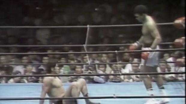 Sepanjang 15 ronde, pemandangan ini mendominasi duel Ali dengan Inoki