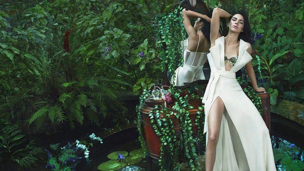 Cantiknya Kendall Jenner Tampil Dewasa dan Seduktif di Iklan Lingerie