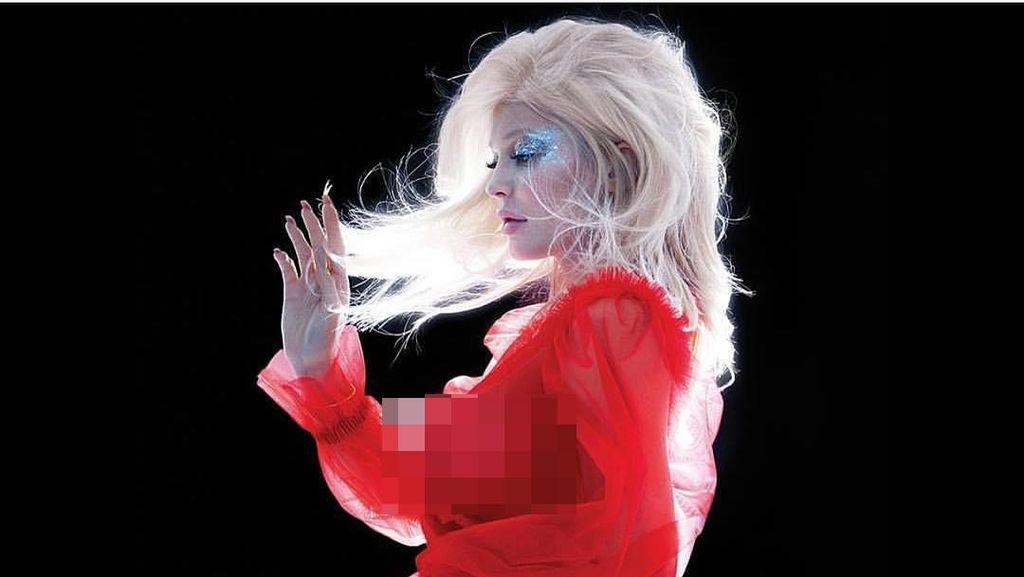 Kylie Jenner Tampil Seksi Pakai Dress Transparan Tanpa Underwear