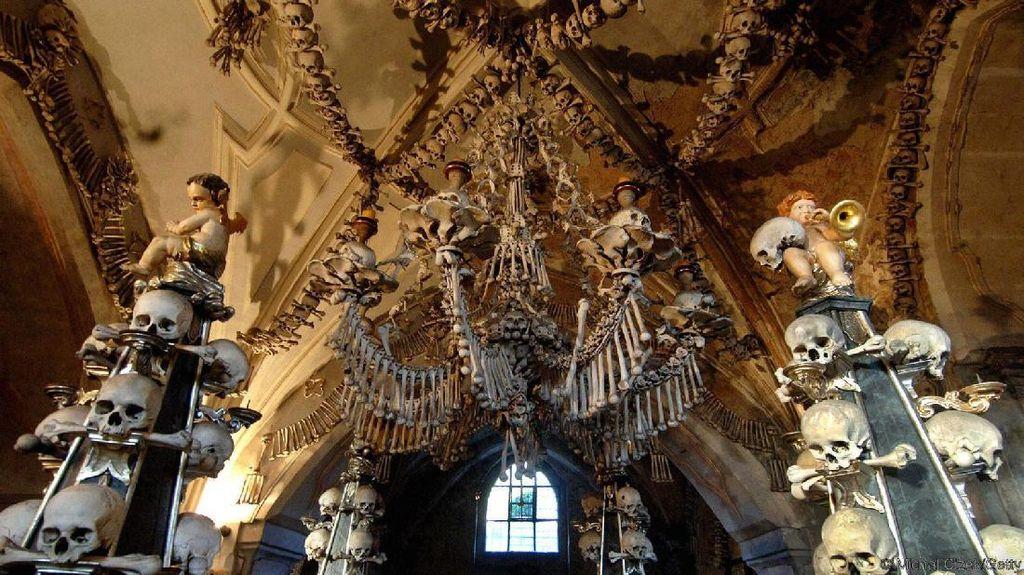 Kapel Berisi 40.000 Tulang Manusia