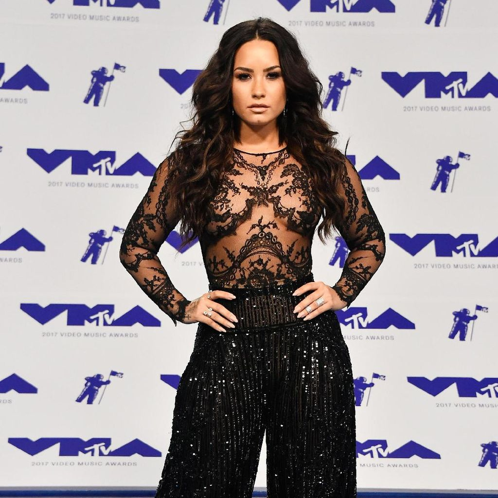 Sexy Dirty Love Jadi Single Baru Demi Lovato