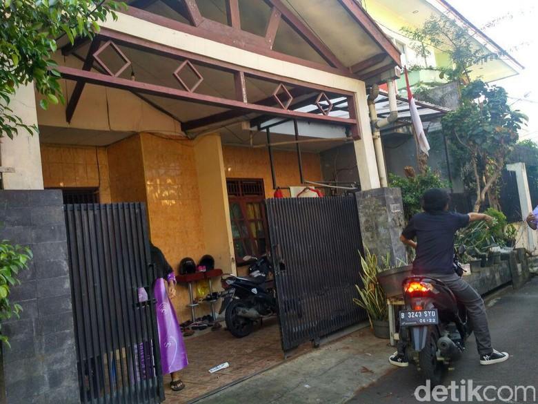 Percaya Nggak Hujan Misterius Guyur - Jakarta Sebuah rumah di kawasan Jakarta diguyur hujan Hujan yang cuma mengguyur satu rumah itu bikin warga Ada