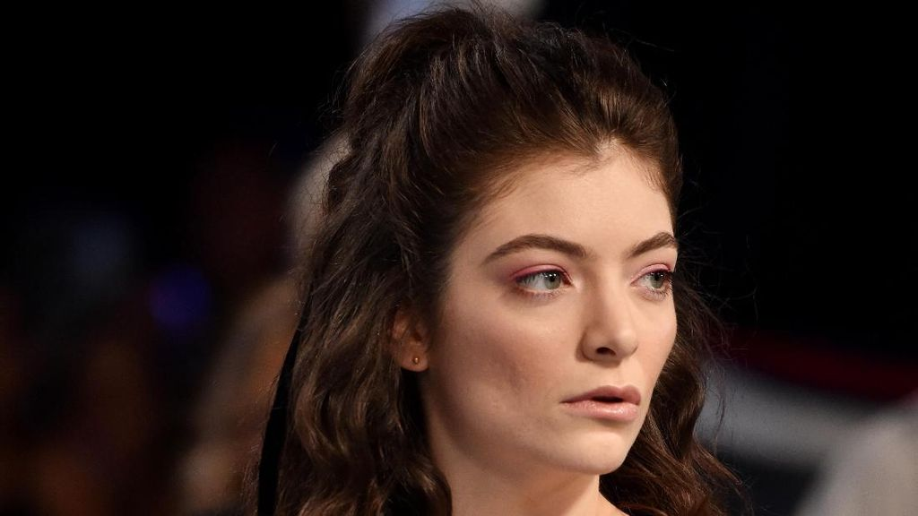 Oh My Lorde! Tatanan Rambut Kusut Saja, Lorde Tetap Cantik di MTV VMA