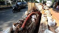 Foto: Gara-gara Galian Trotoar di Jakarta Nggak Pernah Rapi