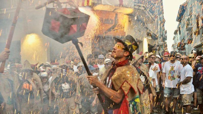 Festa Major de Sitges merupakan event tahunan yang rutin diselenggarakan di Sitges Spanyol. Puncak acaranya adalah pada 25 Agustus 2017 lalu (Visit Sitges)
