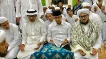 Berhaji, Anies Dapat Doa Pimpin Jakarta dari Ulama Arab