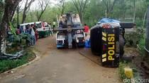 Mobil Polisi Terjungkal dan Tabrak Angkot di Sukabumi