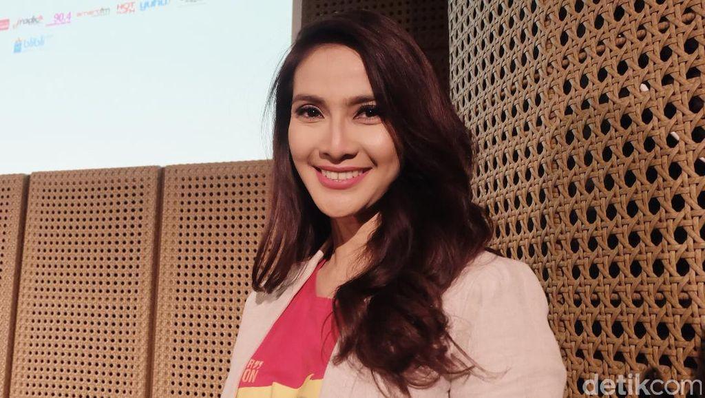 Maudy Koesnaedi Jungkir Balik Garap Pertunjukan tentang Benjamin Sueb