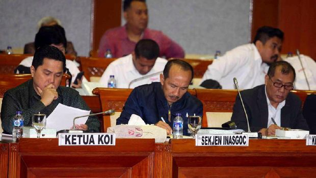 Ketua Umum KOI, Erick Thohir, dan Achmad Sutjipto, dalam rapat dengar pendapat dengan DPR di Jakarta.