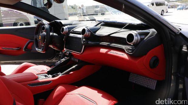 Interior Ferrari GTC4Lusso