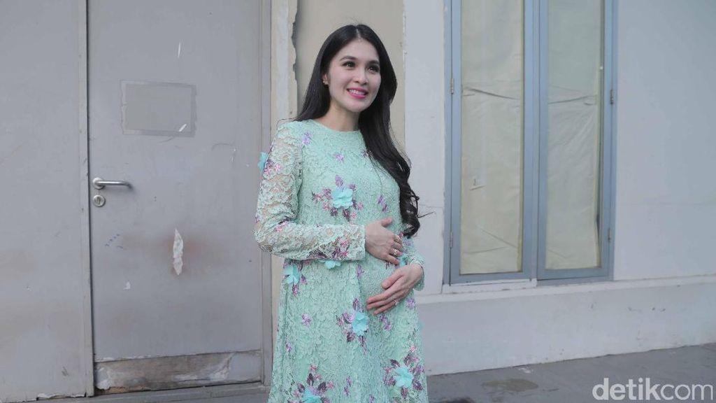 Hamil 7 Bulan, Sandra Dewi Bingung Masih Dibilang Kurus