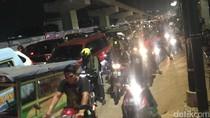 Lalin ke Bekasi Macet Parah, Kalimalang dan Tol Sama-sama Stuck