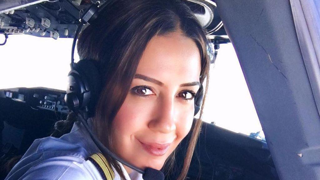 Foto: Senyum Manis Pilot Wanita Belanda