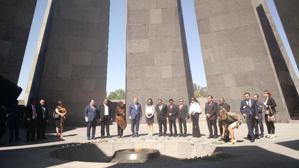 Di Armenia, Fadli Zon Kunjungi Monumen Genosida