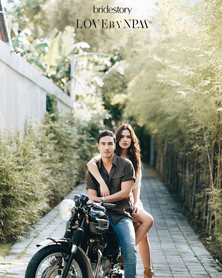 Bikin Iri, Foto Pre-Wedding Raisa Hamish di Atas Motor
