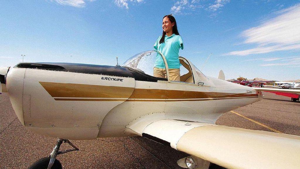 Kisah Inspiratif Wanita Pertama Tanpa Lengan yang Jadi Pilot
