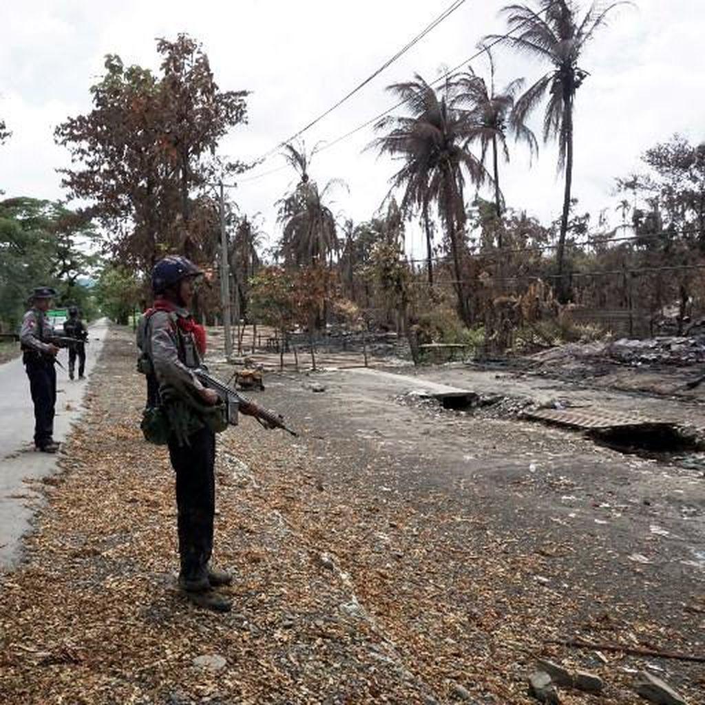 Tak Boleh Mengungsi, Ribuan Warga Rohingya Terjebak di Rakhine