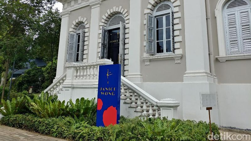 Adalah restoran milik Jenice Wong yang salah satunya berada di kawasan National Museum Singapore. Selama ini ia dikenal sebagai juru masak yang kerap memadukan unsur seni di dalamnya (Tri Ispranoto/detikTravel)