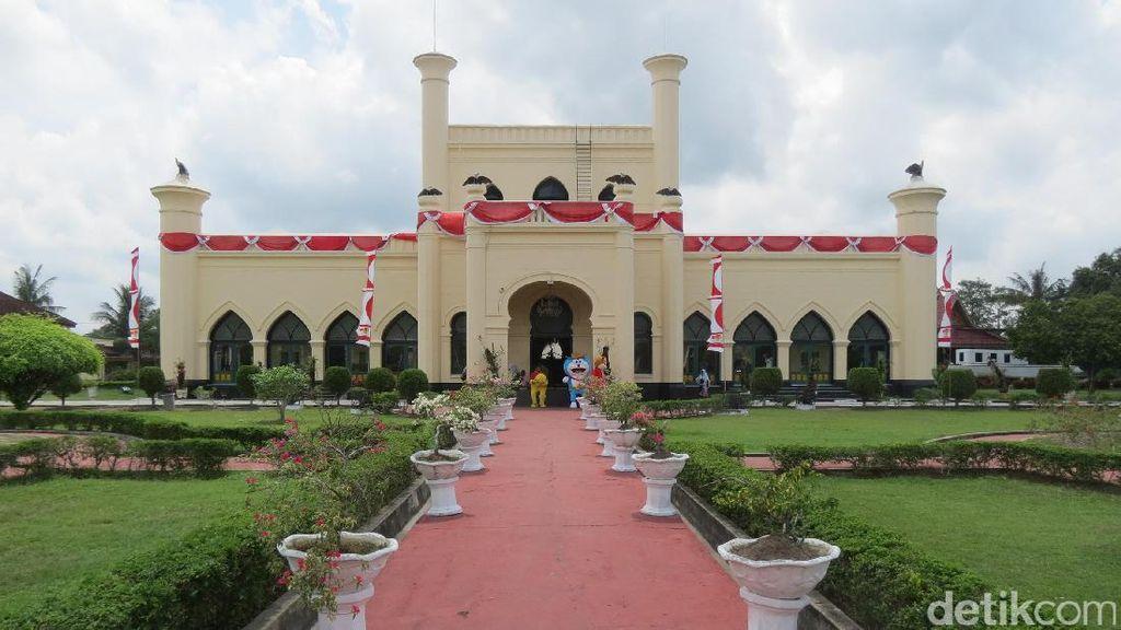 Foto: Berjuta Pesona Istana Siak yang Turis Belum Tahu