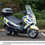 Polisi Inggris Bertugas Naik Motor Hidrogen