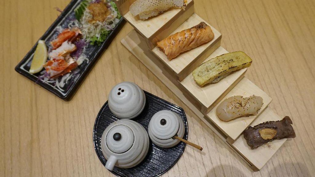 Sushi Hiro: Uniknya Hiro Sushi Aburi yang Disajikan di Atas Anak Tangga Mungil