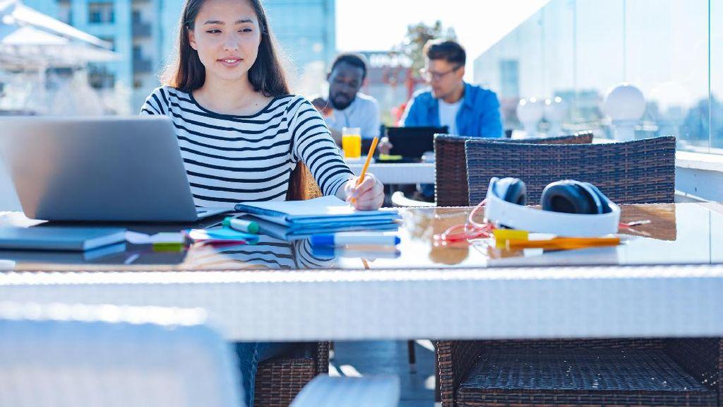 Dampak Buat Bunda Kalau Punya Teman Kerja yang Auranya Negatif