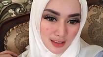 Foto: Hijab Ala Tiara Dewi, Mantan Istri Lucky Hakim yang Baru Dicerai