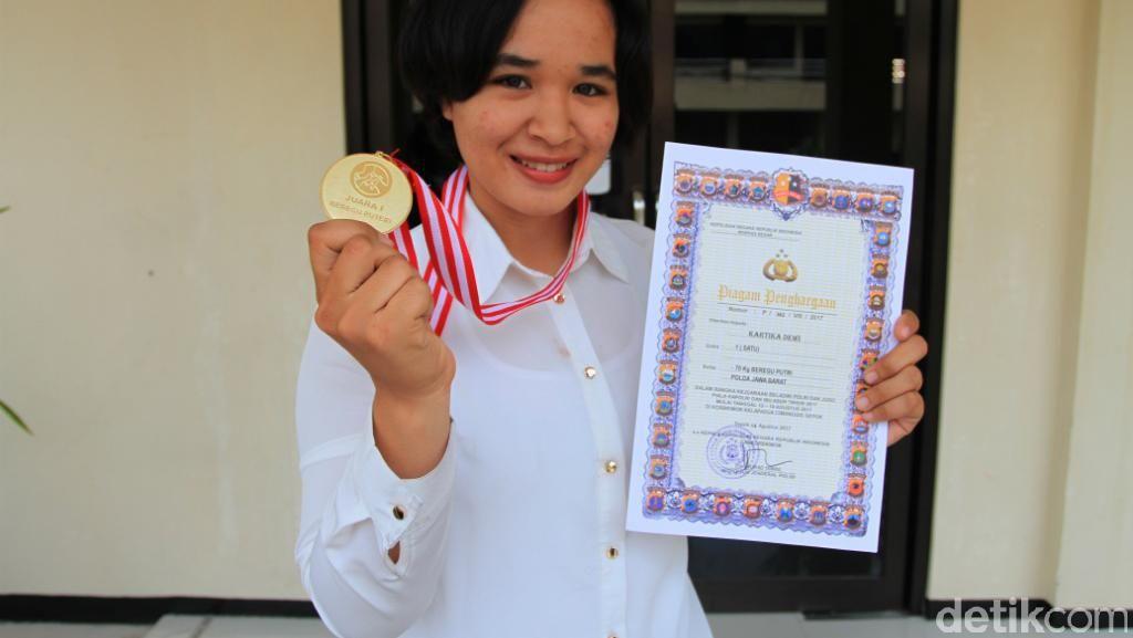 Polwan di Polres Bandung Ini Raih Dua Medali Emas Kapolri Cup