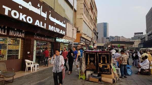 Gaya Pedagang Saudi: Murah, Murah! Seket Ewu, Selawe