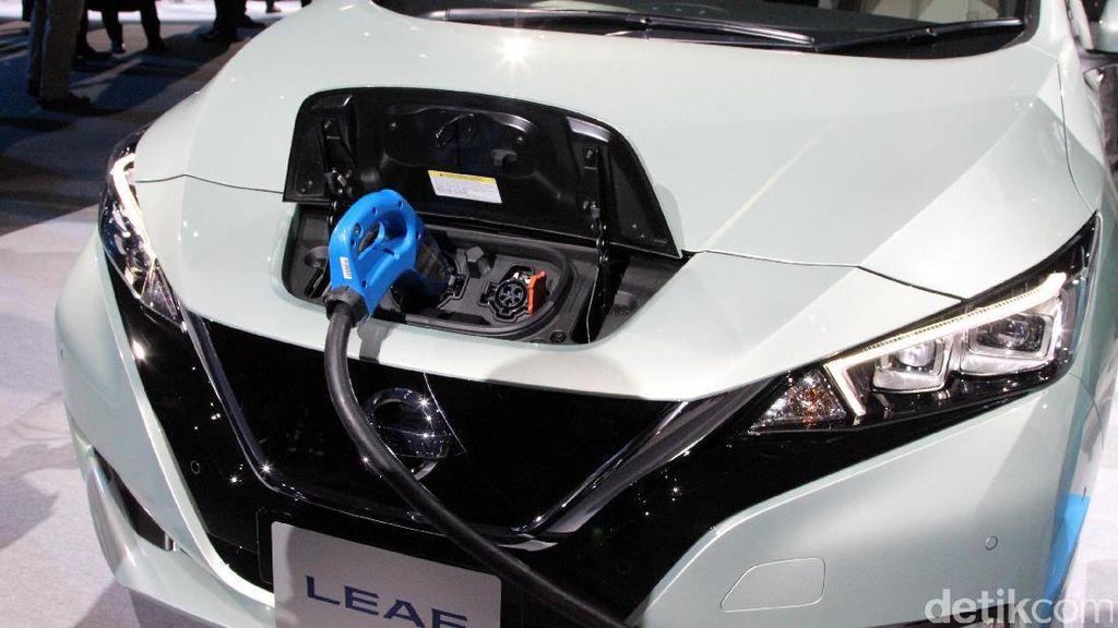 Dijual Sekitar Rp 400 Juta, Nissan LEAF Tantang Mobil Listrik Ini