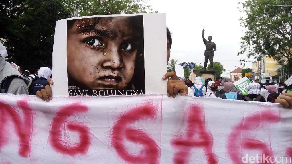 Mahasiswa Solo Long March Ajak Peduli Rohingya