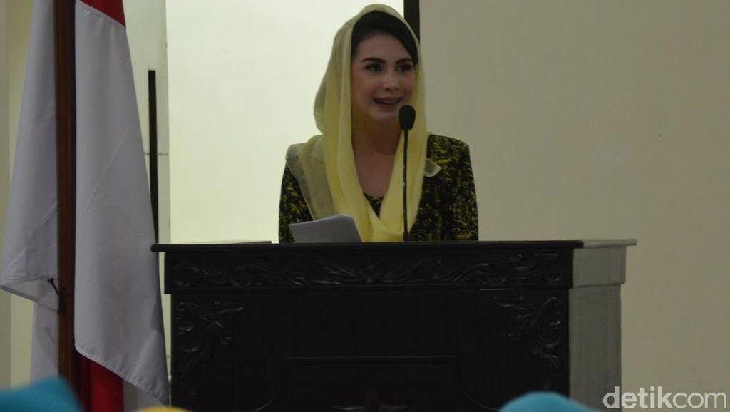 Istri Benteng Korupsi, Arumi Bachsin: Hindari Gaya Hidup Glamor