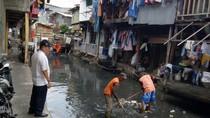 Video Kali di Jakarta yang Kembali Kumuh