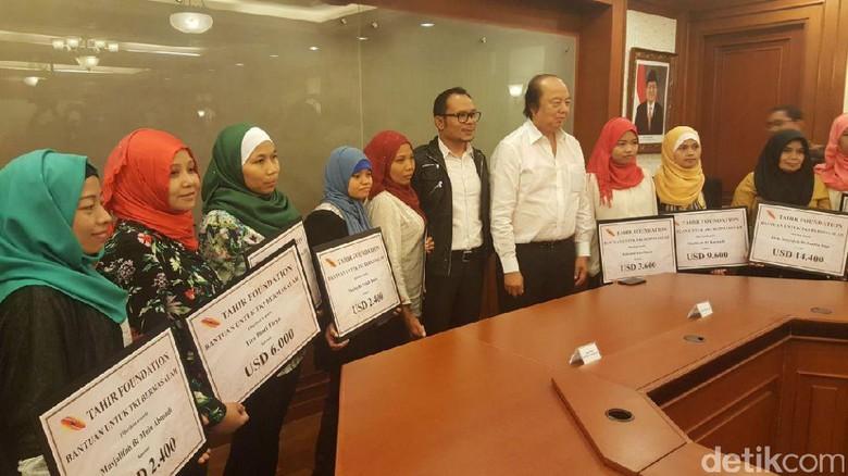 Konglomerat Tahir Gelontorkan USD 111.000 Bantu TKI Tak Digaji