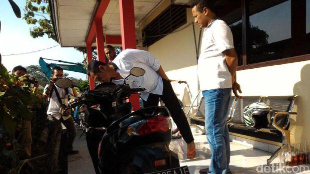 Sepeda motor yang digunakan untuk menabrak polisi