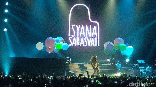 Isyana Sukses Hibur Penggemar di Line Concert 2017