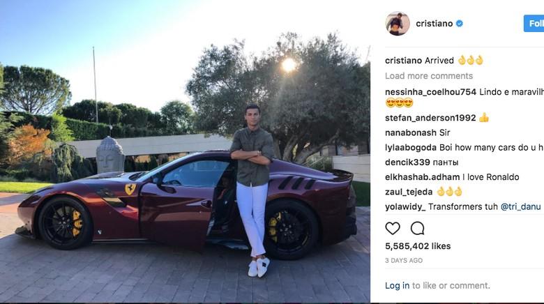 Cristiano Ronaldo Pamer Foto Habis Beli Ferrari