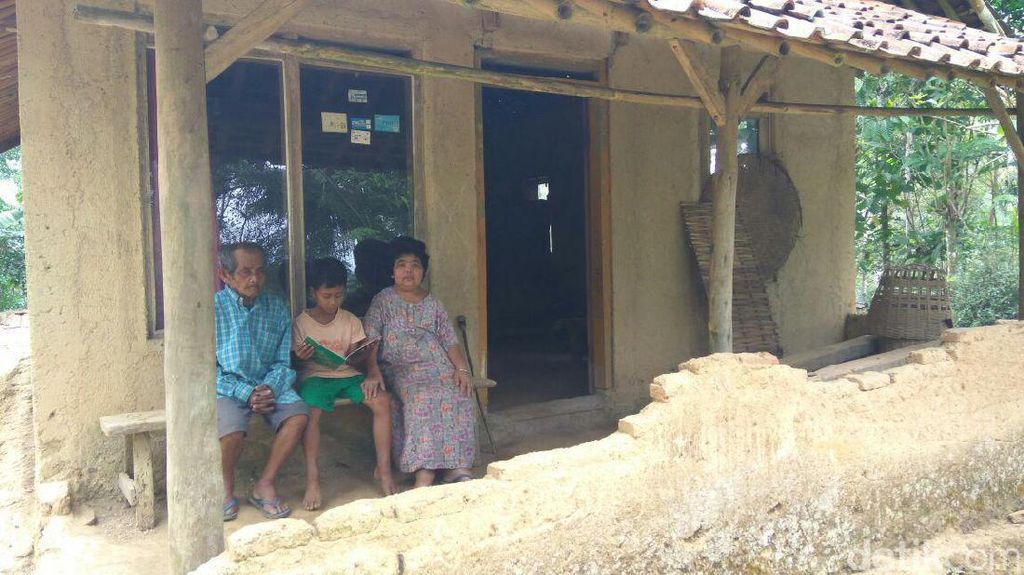 Menengok Kondisi Rumah Tempat Hafidin dan Ibunya Menumpang Tinggal