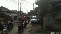 Pemilik Mobil Ini Ngotot Merasa Parkir di Bahu Jalan Tak Bikin Macet
